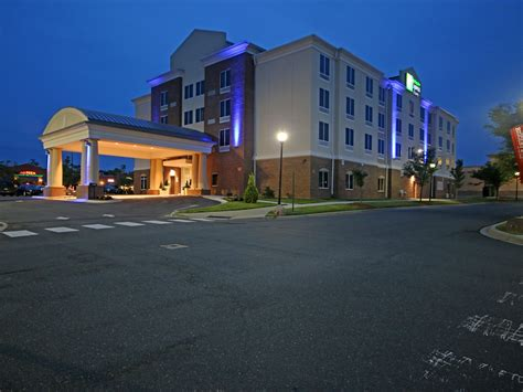 Hotels in Charlotte, NC | Holiday Inn Express & Suites